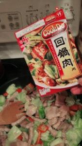 回鍋肉調理中の様子