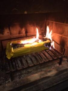 薪が燃えている